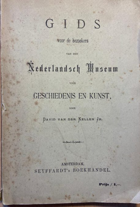 "Original paper binding, 20 x 14 cm. Binding with some foxing. Text in Dutch. Guide for the Dutch museum for history and art, founded in 1875 and located at Prinsengracht 71 in The Hague. This location was closed in 1883 and moved to the Rijksmuseumgebouw in Amsterdam. In 1927 it was merged with the Rijksmuseum in Amsterdam. David van der Kellen was the director of the The Hague location. A large part of the collection was originated in the ""Koninklijk kabinet van Zeldzaamheden""."