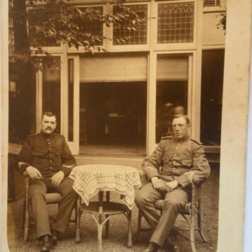 [Original Vintage postcard military] Postkaart foto van militair A.W. Smelser en T.B. Term Maat, World War I, 1914.