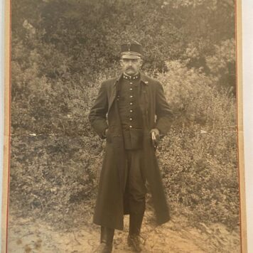 [Original Carte Visite photo military] Carte visite met foto van militair in uniform S. Schott, World War I.