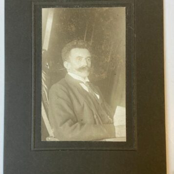 [Photo] Fotoportret van Fokko Bos, ca 1900, 16x 11 cm, with signature on the back.
