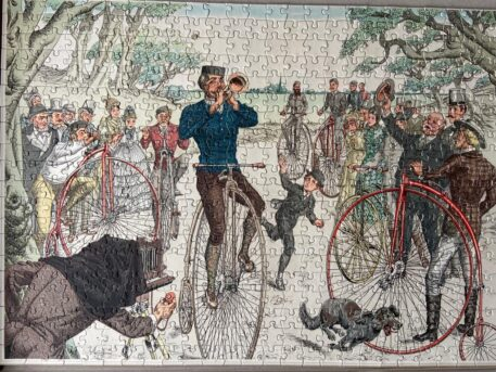 """[Puzzle antique bicycles, 20th century] Legpuzzle 500 stukjes """"Voor fietsplezier binnenshuis"""", 40 x 53 cm. With poster of the full illustration. Complete."""