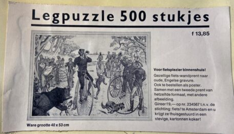 """[Puzzle antique bicycles, 20th century] Legpuzzle / puzzel 500 stukjes """"Voor fietsplezier binnenshuis"""", 40 x 53 cm. With poster of the full illustration. Complete."""